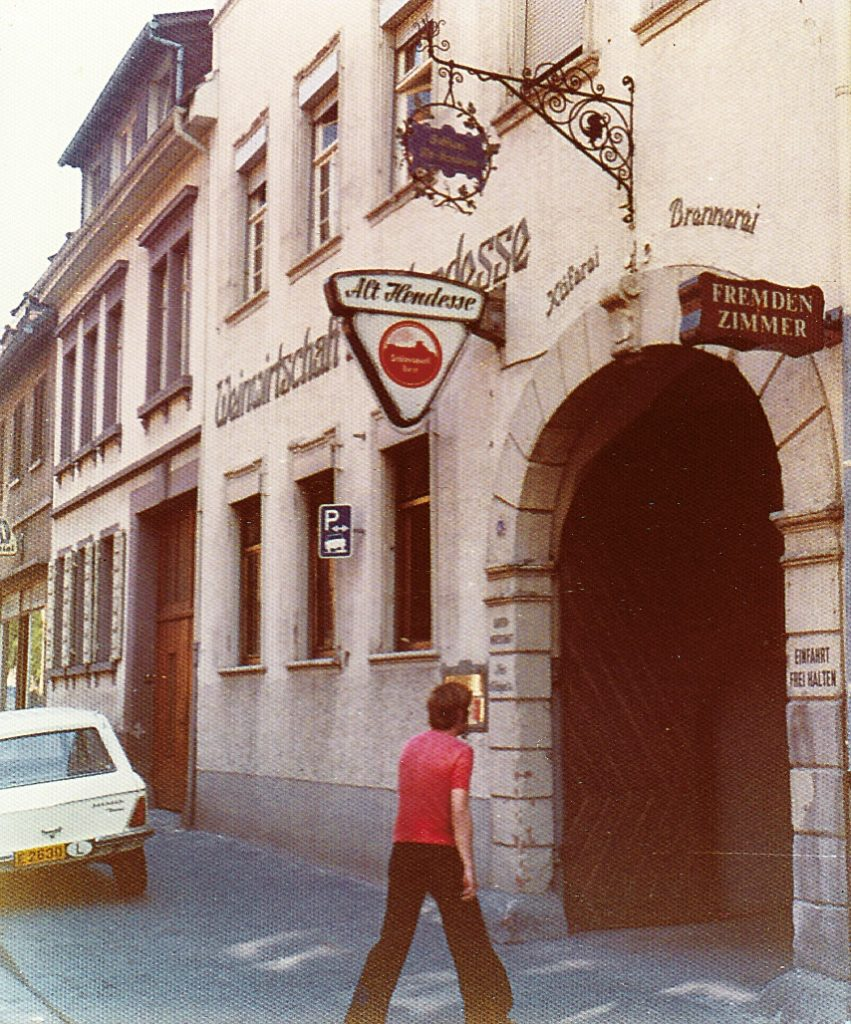 """Alt Hendesse"" (""Old Handschuhsheim"" inn) around 1970"
