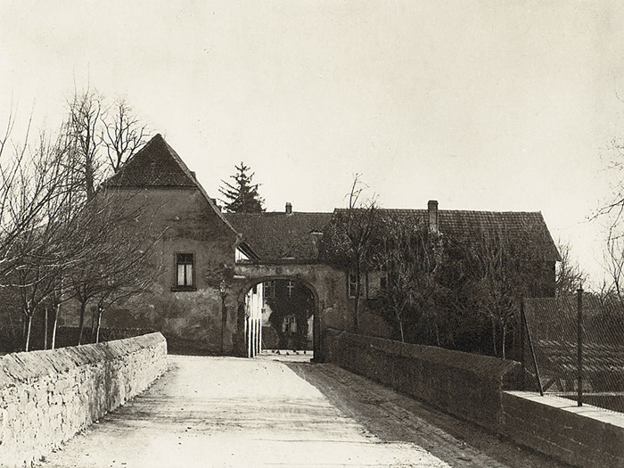 Atzelhof, entrance arch in 1910